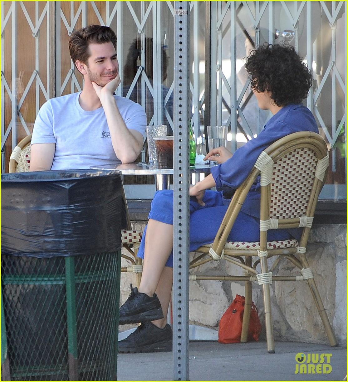 andrew garfield & alia shawkat hug after coffee date: photo 3764572