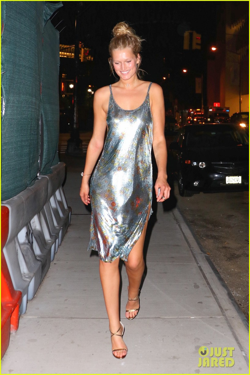 Dress up new york - Toni Garrn Dresses Up Down During New York Fashion Week
