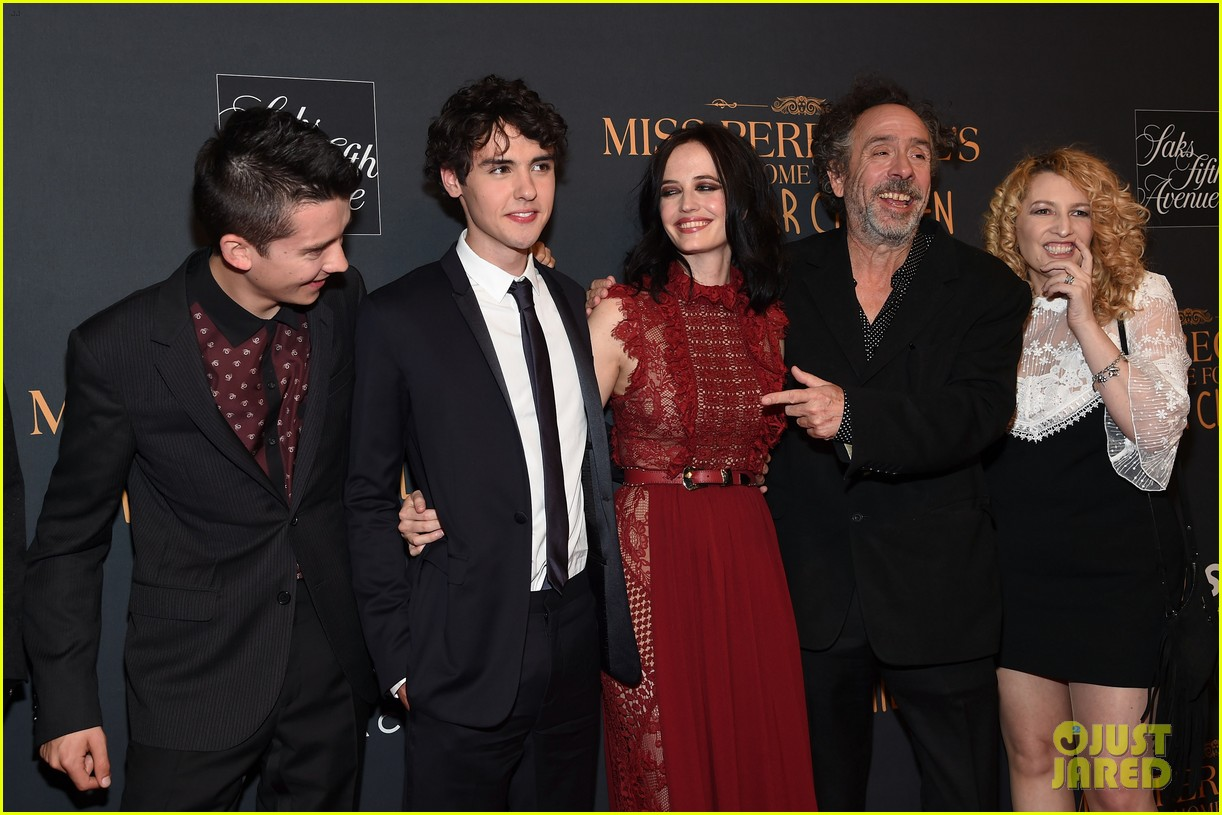 eva green miss peregrines home for peculiar children cast celebrate 053771163