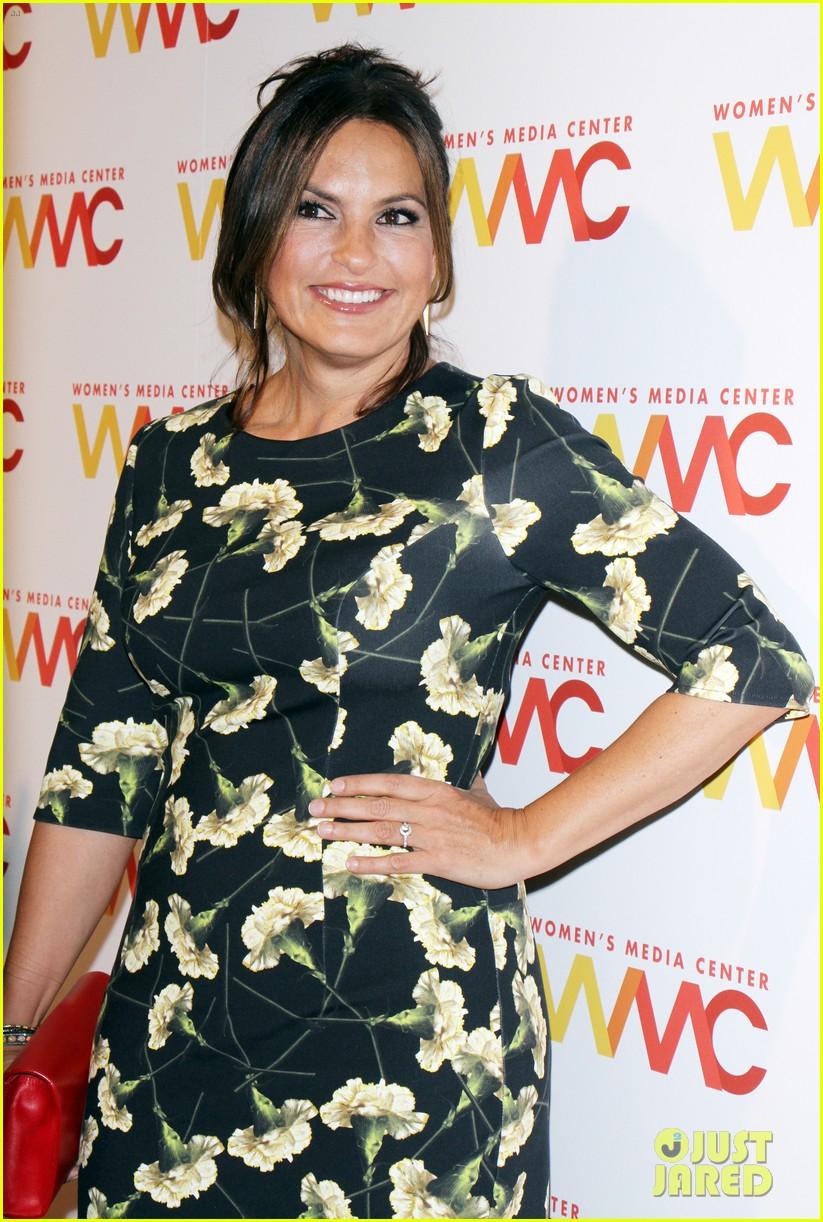 salma hayek gets honroed at womens media awards 2016 013774150