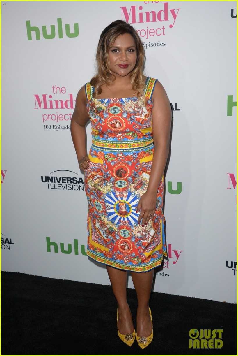 mindy kaling celebrates 100 episodes of the mindy project 013755041