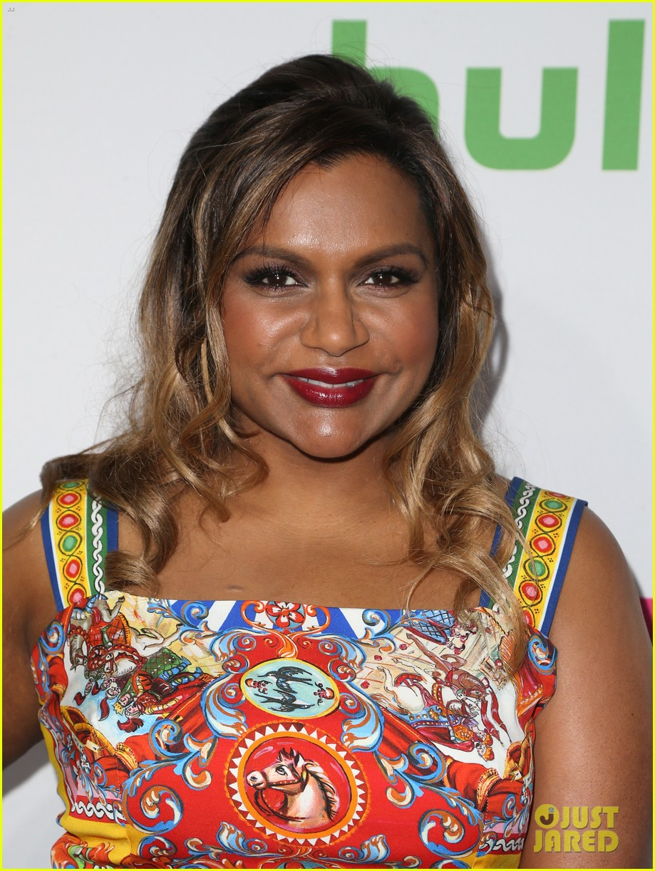 mindy kaling celebrates 100 episodes of the mindy project 153755055