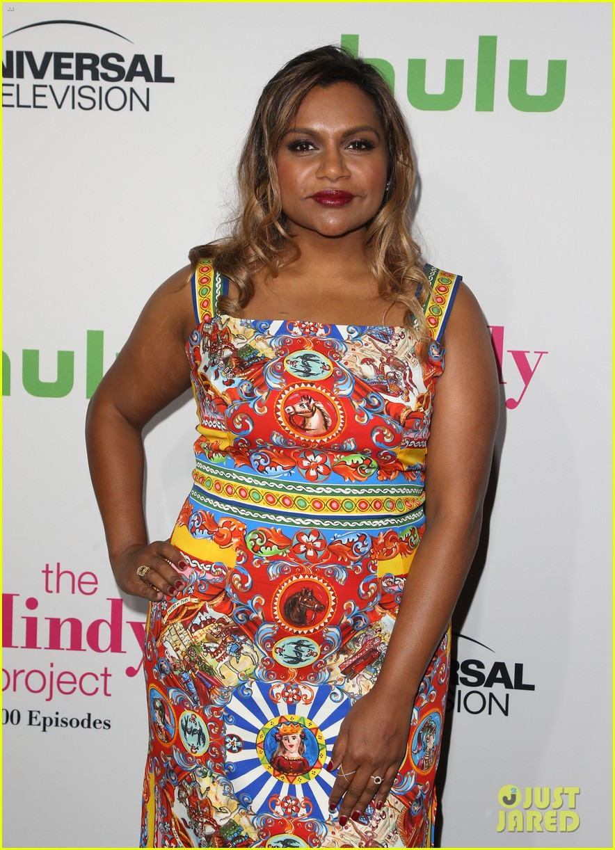 mindy kaling celebrates 100 episodes of the mindy project 253755065