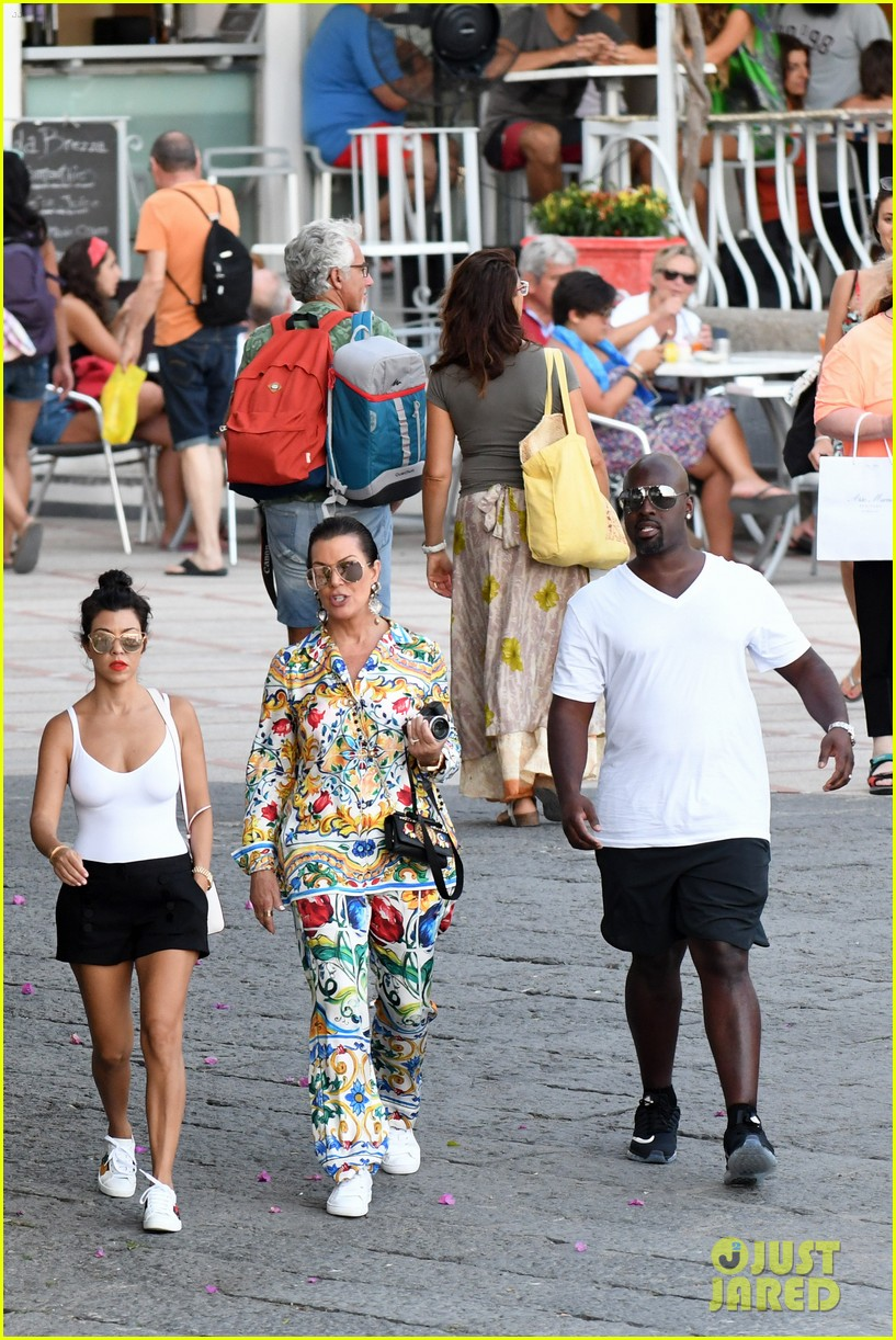 kourtney kardashian kris jenner capri vacation 013749571