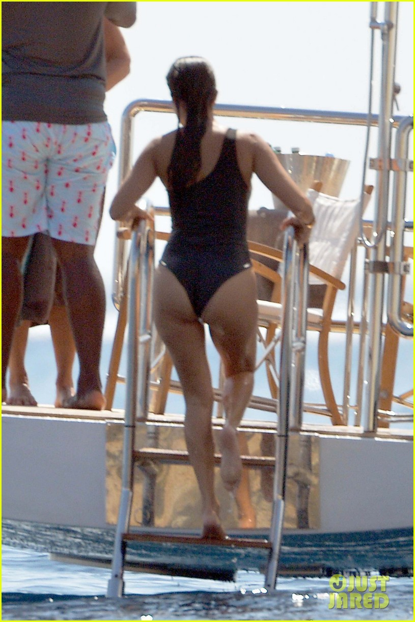 kourtney kardashian kris jenner capri vacation 023749572