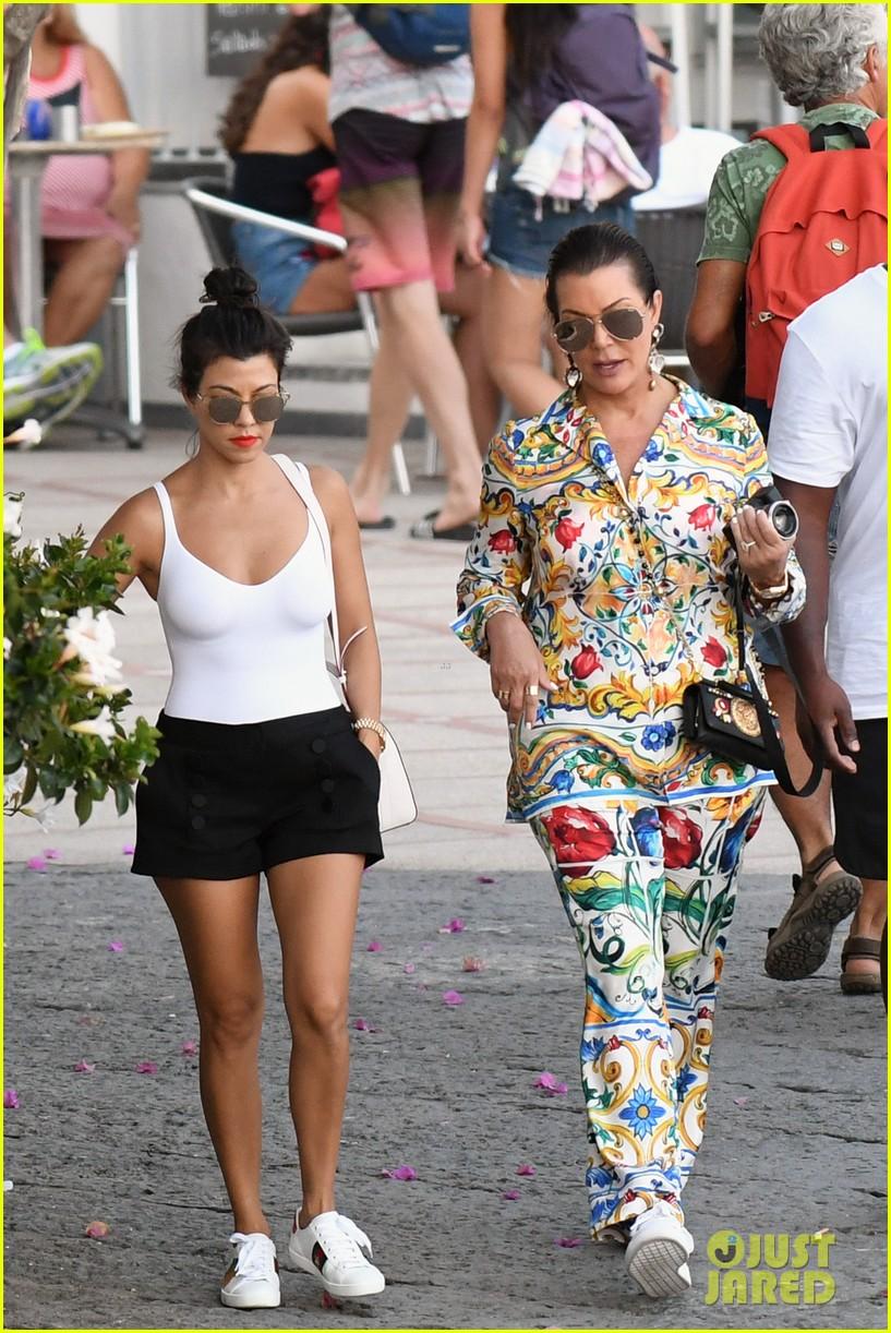 kourtney kardashian kris jenner capri vacation 073749577