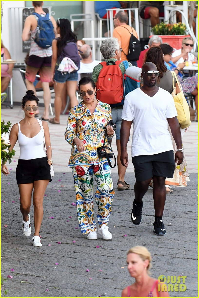 kourtney kardashian kris jenner capri vacation 083749578