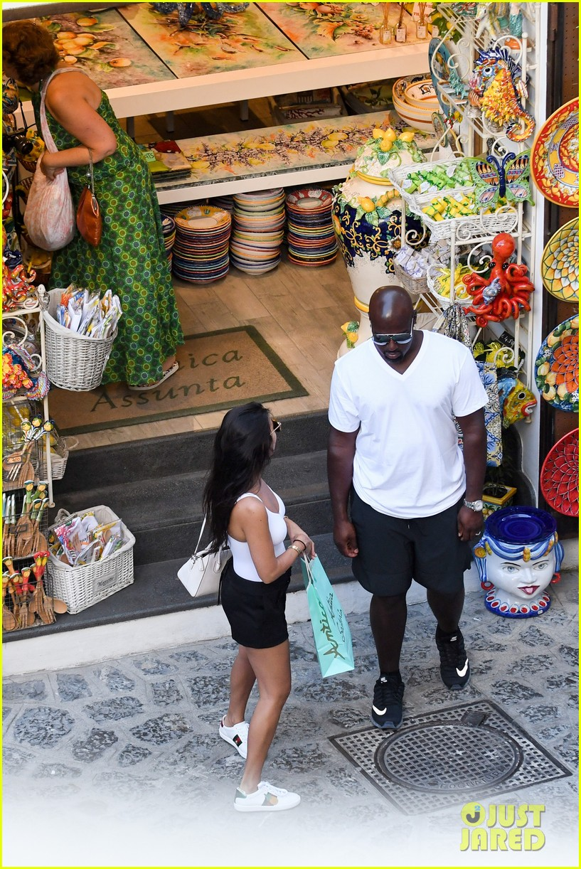 kourtney kardashian kris jenner capri vacation 113749581