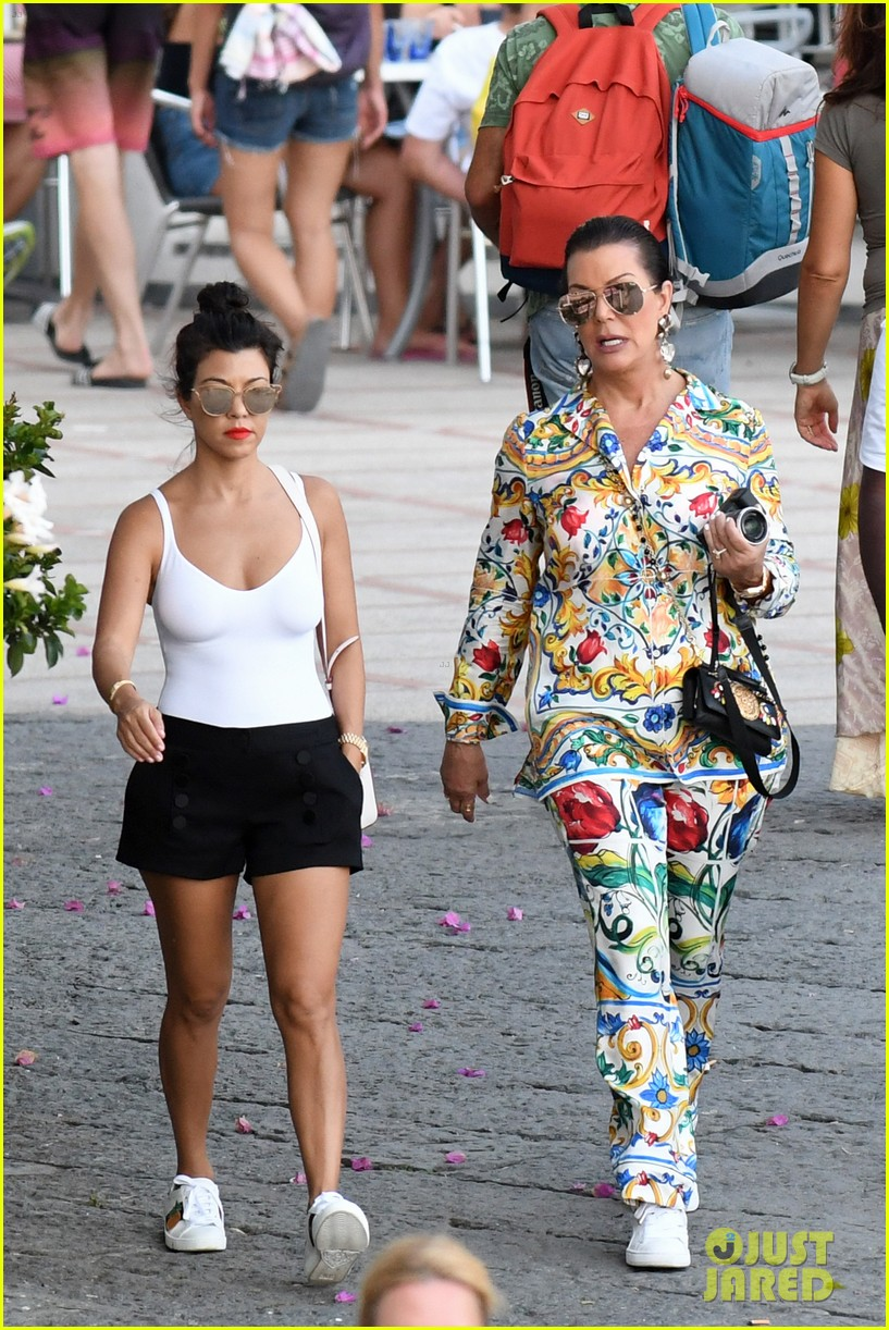 kourtney kardashian kris jenner capri vacation 213749591