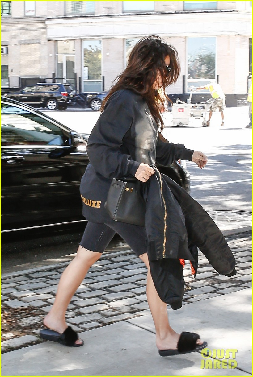 Khloe Kardashian Is Dating Trey Songz She Thinks He s Hot
