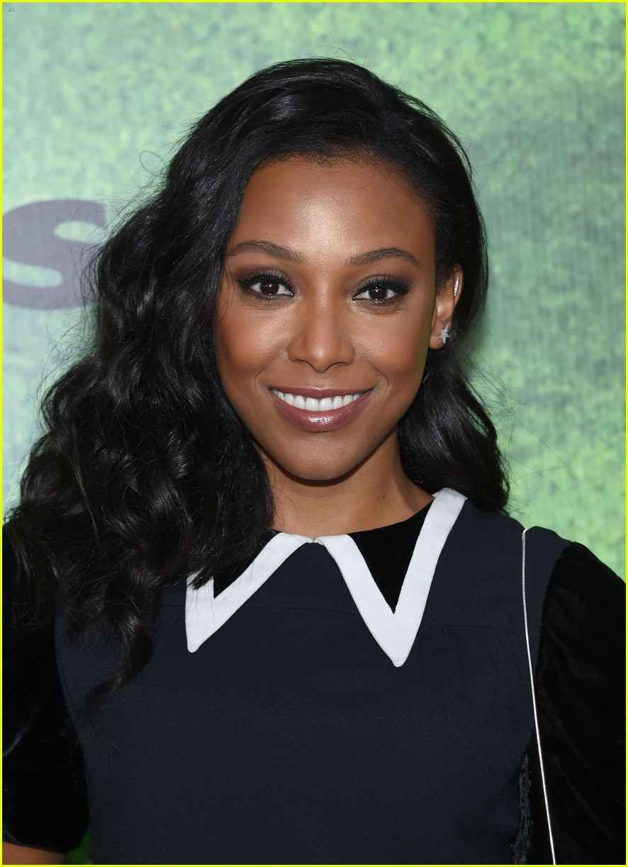 kylie bunbury premieres her new show pitch 333760010