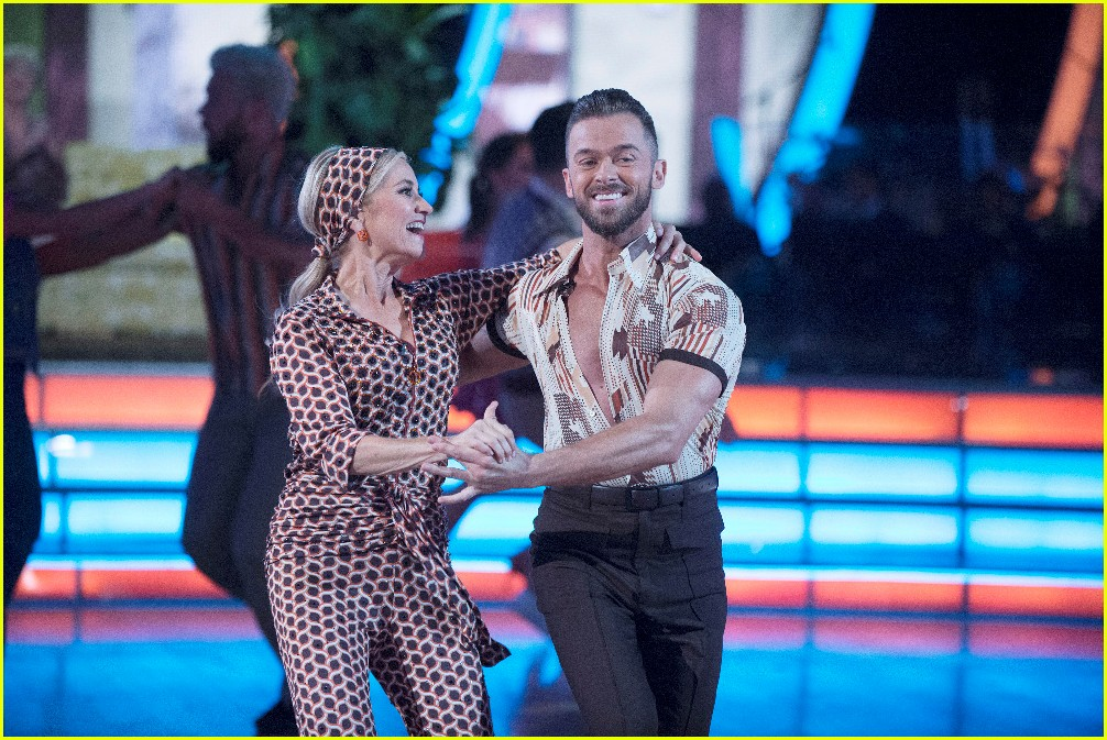 mauren mccormick dancing with the stars week two 073764853