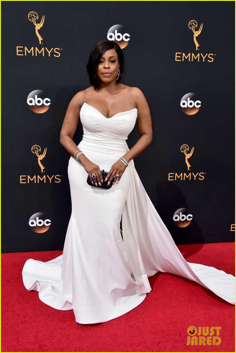 Nominee Niecy Nash Rocks Christian Siriano At Emmys 2016