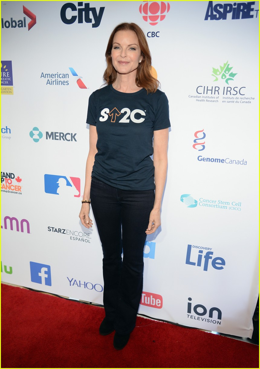 shannen doherty stands up to cancer 023754611