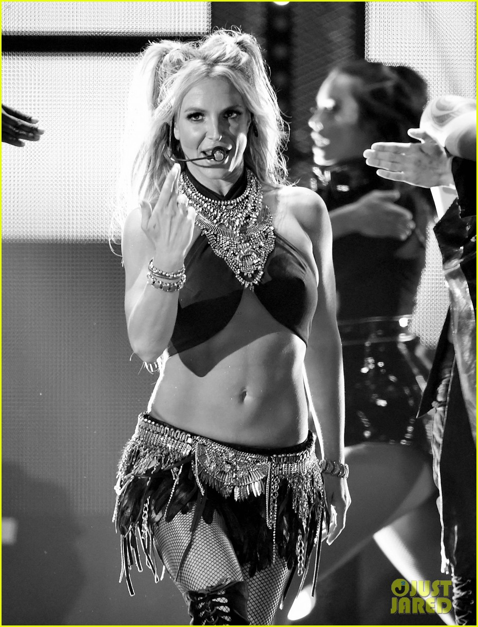 britney spears slays on stage at iheart radio music festival in vegas 093769120