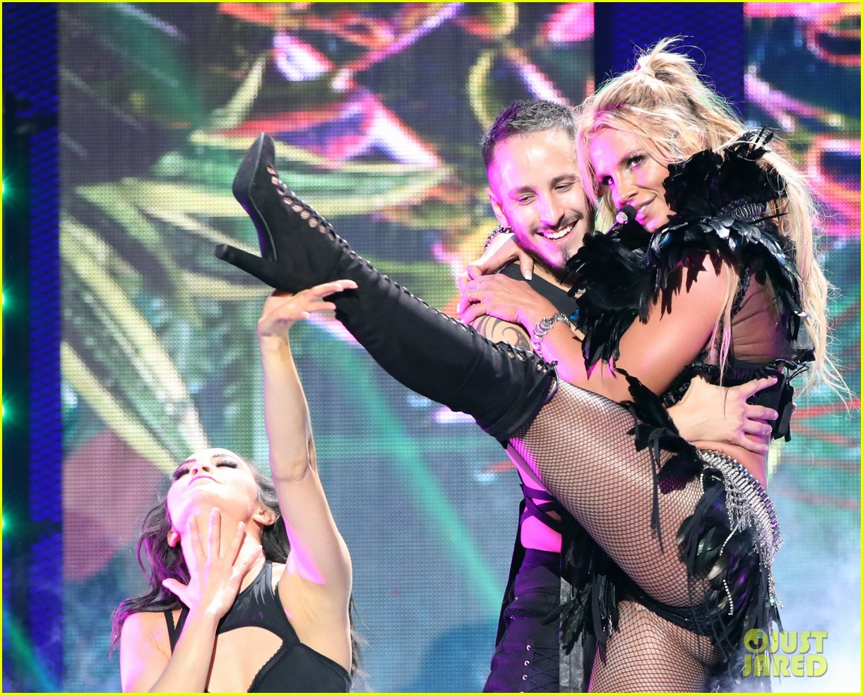 britney spears slays on stage at iheart radio music festival in vegas 213769132