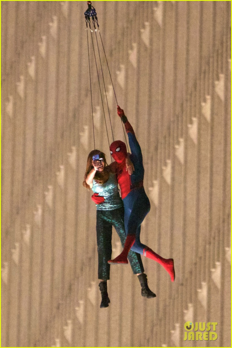 [En cartelera] Marvel's Spider-man: Homecoming  (2017) - Página 3 Spider-man-stunt-doubles-helicopter-scene-14