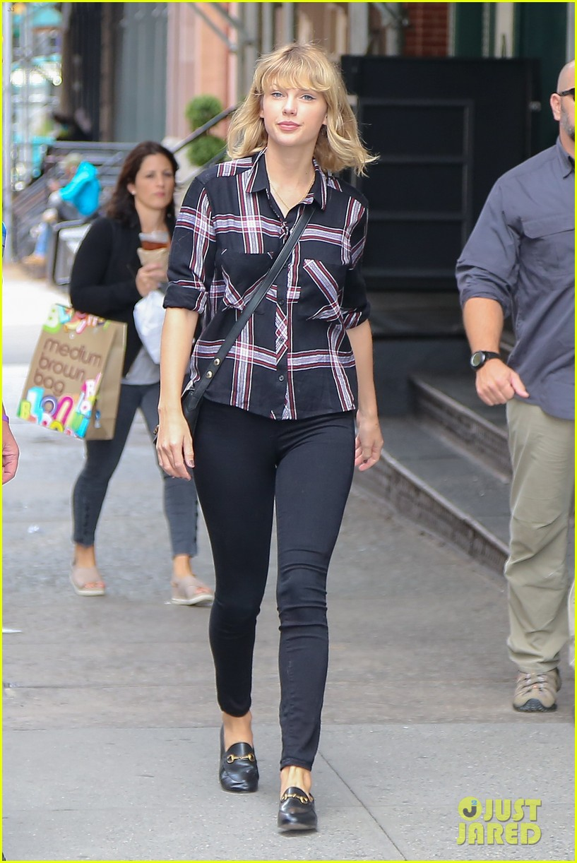 Taylor Swift Steps Out For A Day In Nyc Photo 3772359 Taylor Swift Pictures Just Jared