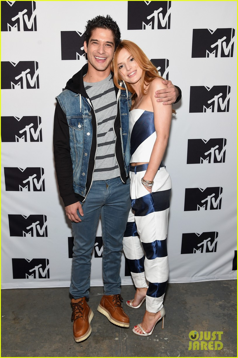 bella thorne tyler posey spotted kissing holding hands 013762630