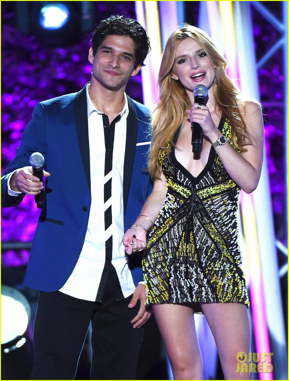 bella thorne tyler posey spotted kissing holding hands 023762631