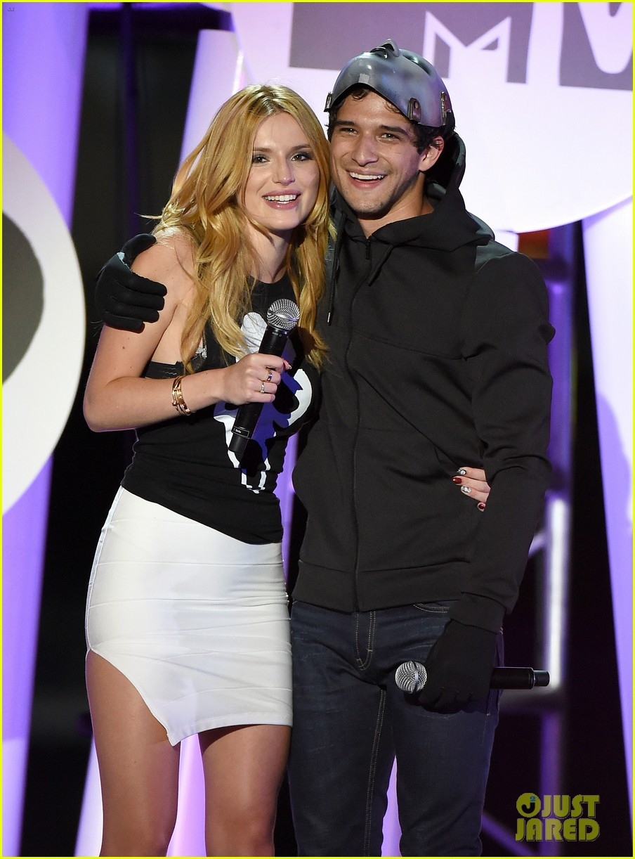 bella thorne tyler posey spotted kissing holding hands 053762634