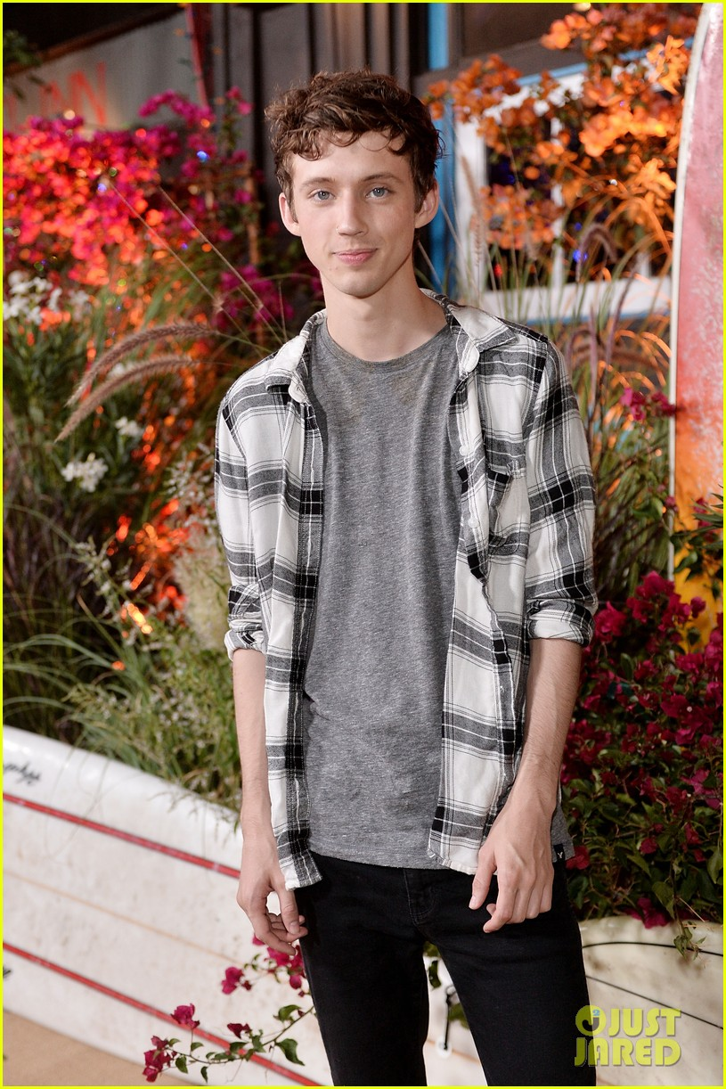 173faaa8965 Troye Sivan Brings Music to Teen Vogue Young Hollywood Party with Fifth  Harmony s Ally   Dinah!