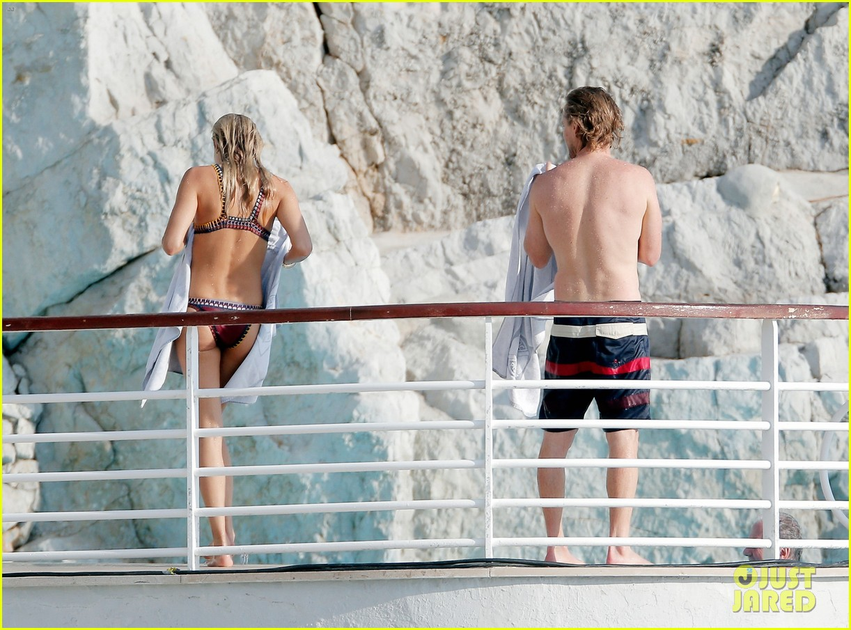 owen wilson goes shirtless bares fit bod in france 033770582