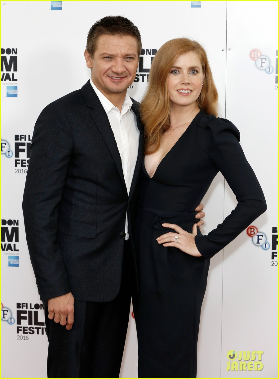 amy adams jeremy renner arrival photo call 093783049