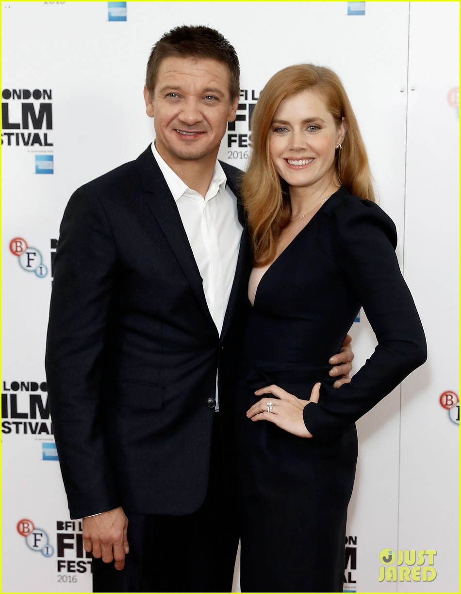 amy adams jeremy renner arrival photo call 123783052