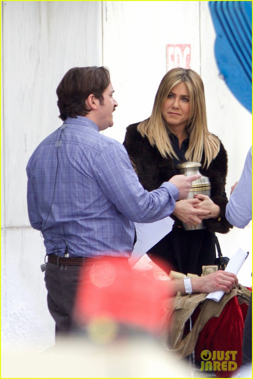 jennifer aniston films reshoots for office christmas party 013776608