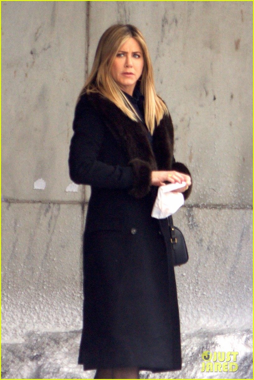 jennifer aniston films reshoots for office christmas party 023776609