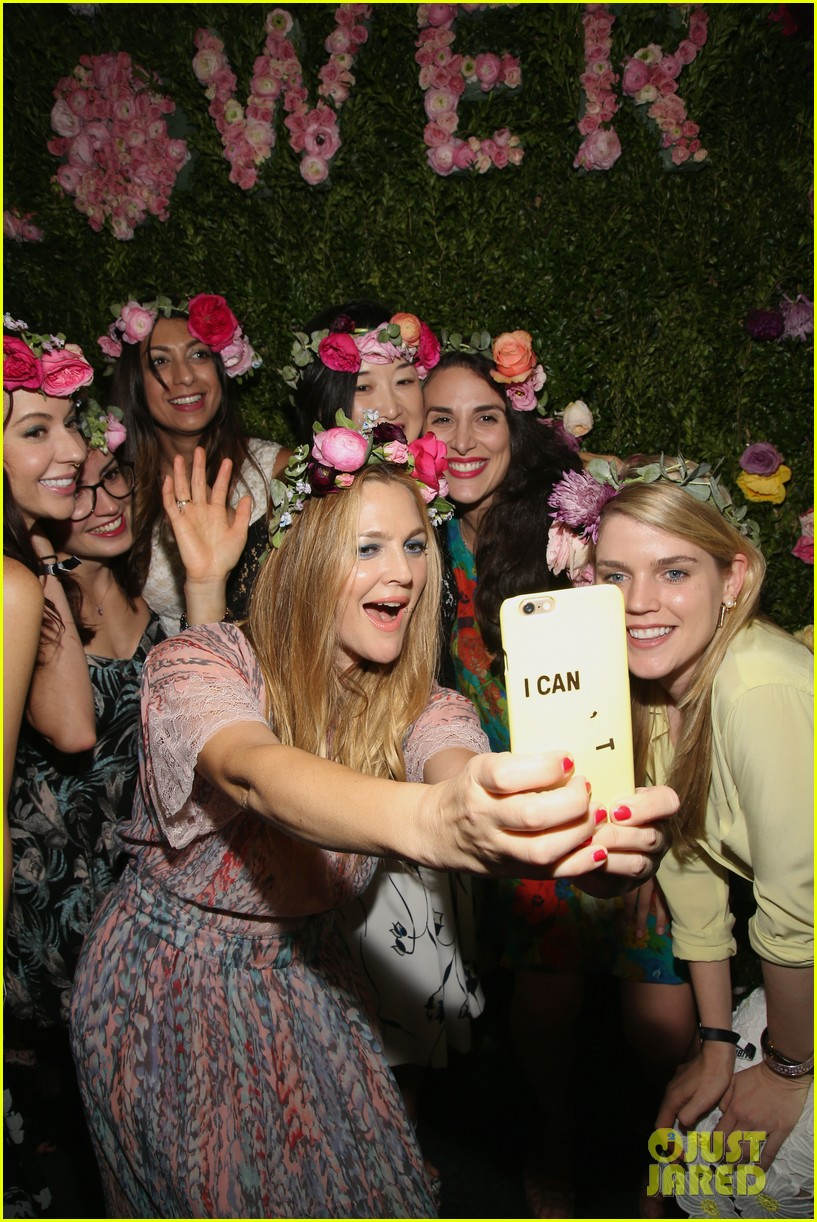 Drew Barrymore Brings Flower Beauty To Beautycon Photo 3775396