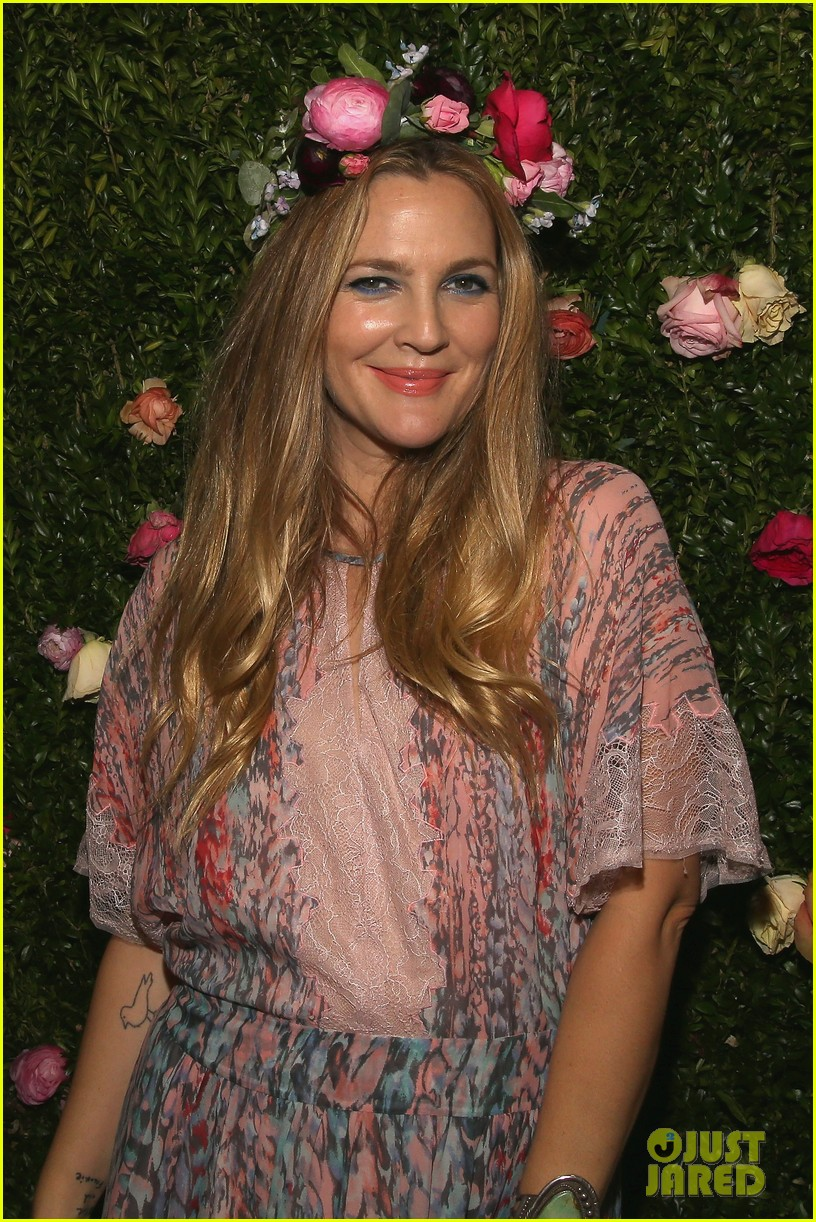 Drew Barrymore Brings Flower Beauty To Beautycon Photo 3775397