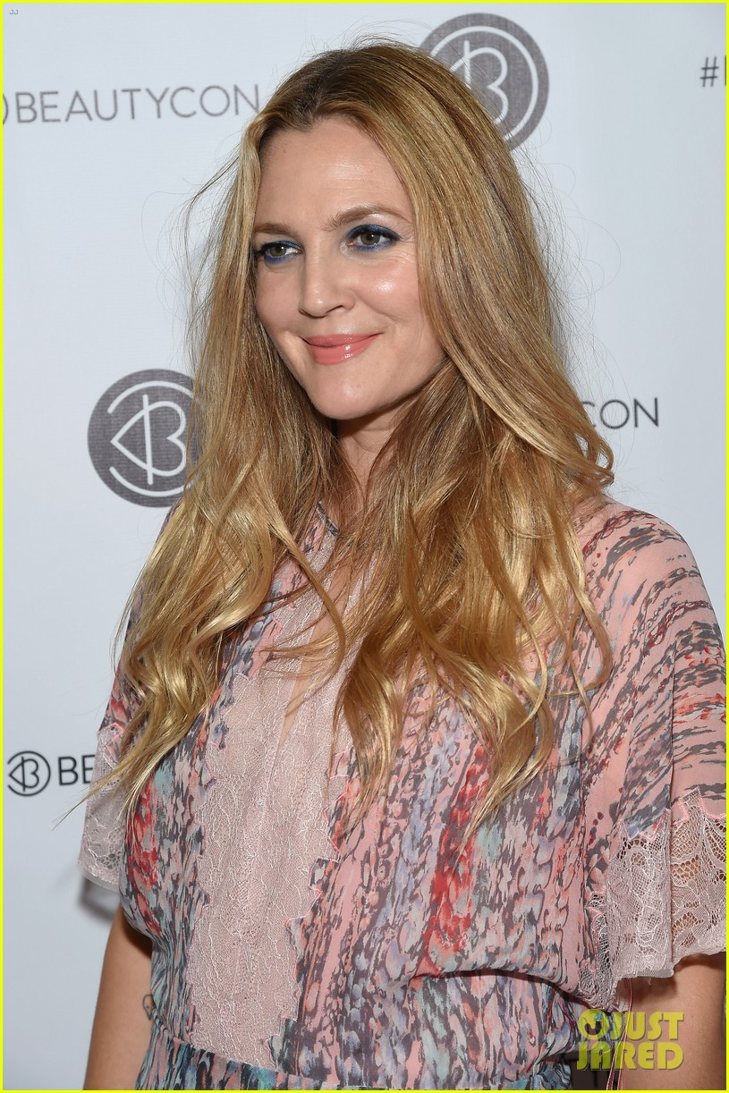 Drew Barrymore Brings Flower Beauty To Beautycon Photo 3775399