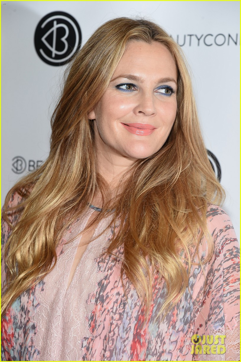 Drew Barrymore Brings Flower Beauty To Beautycon Photo 3775407