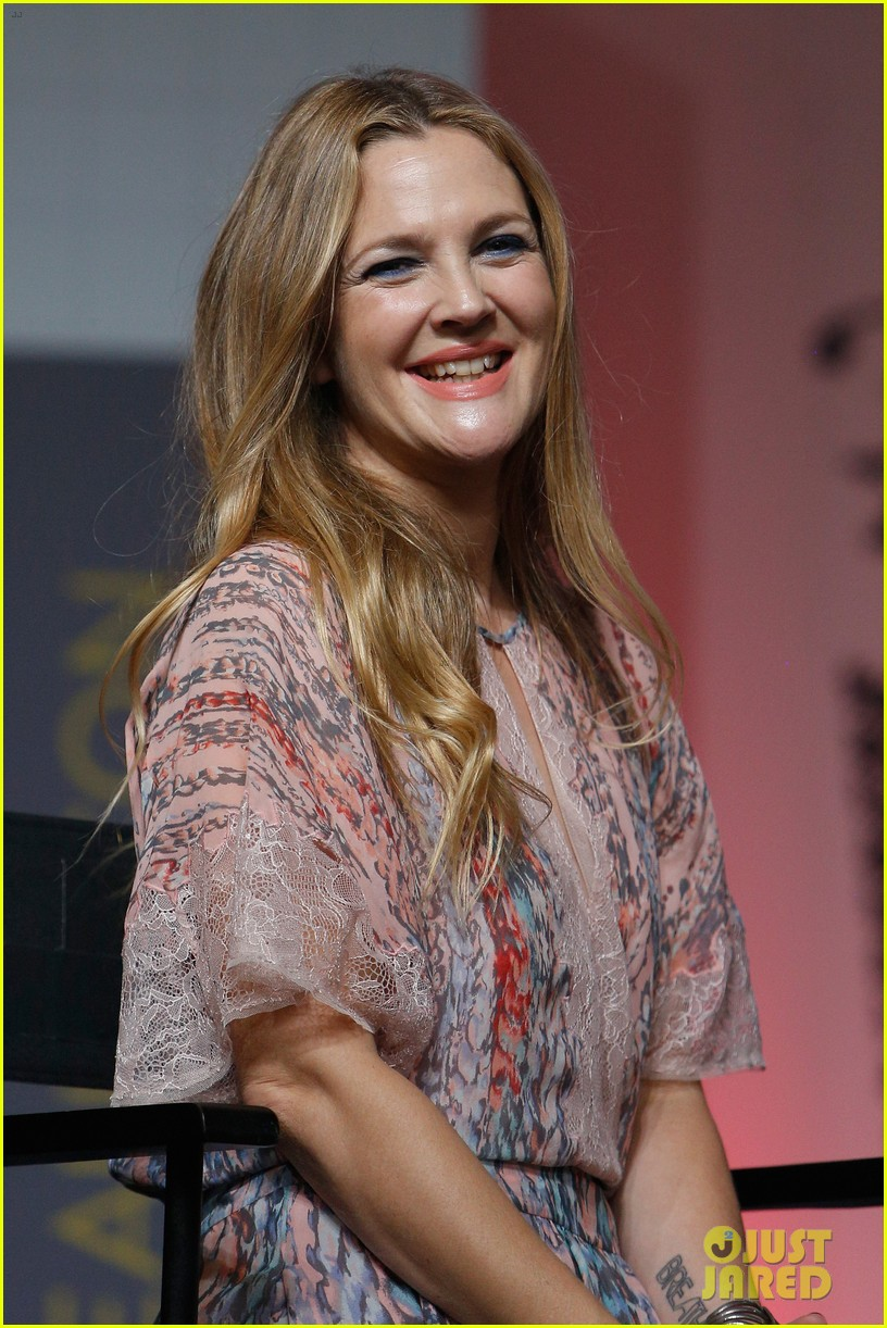Drew Barrymore Brings Flower Beauty To Beautycon Photo 3775408