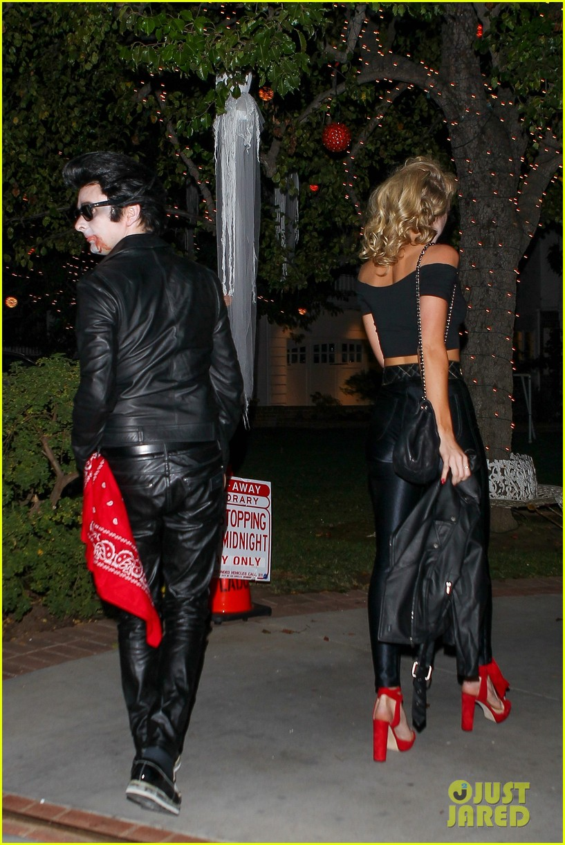 matthew bellamy does bloody grease costume with elle evans 033796755