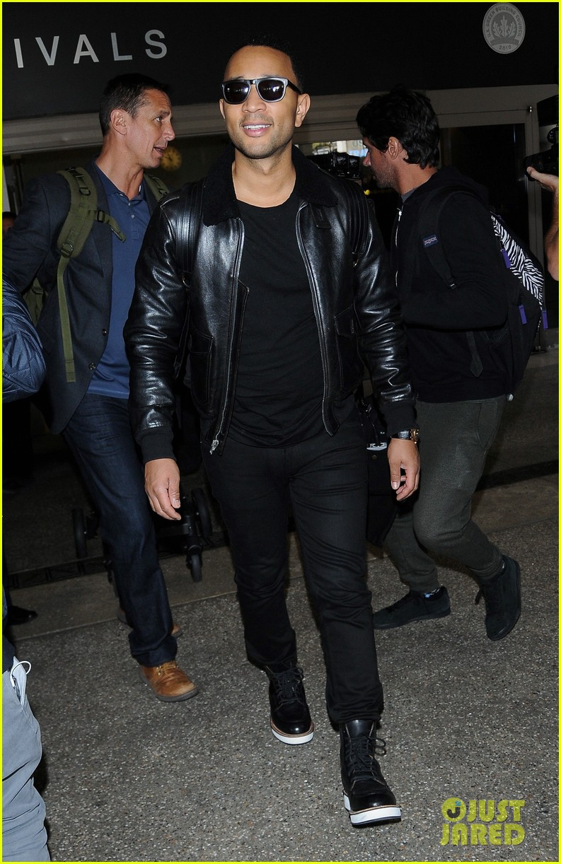 chrissy teigen john legend arrive in la after trip to london 093793585
