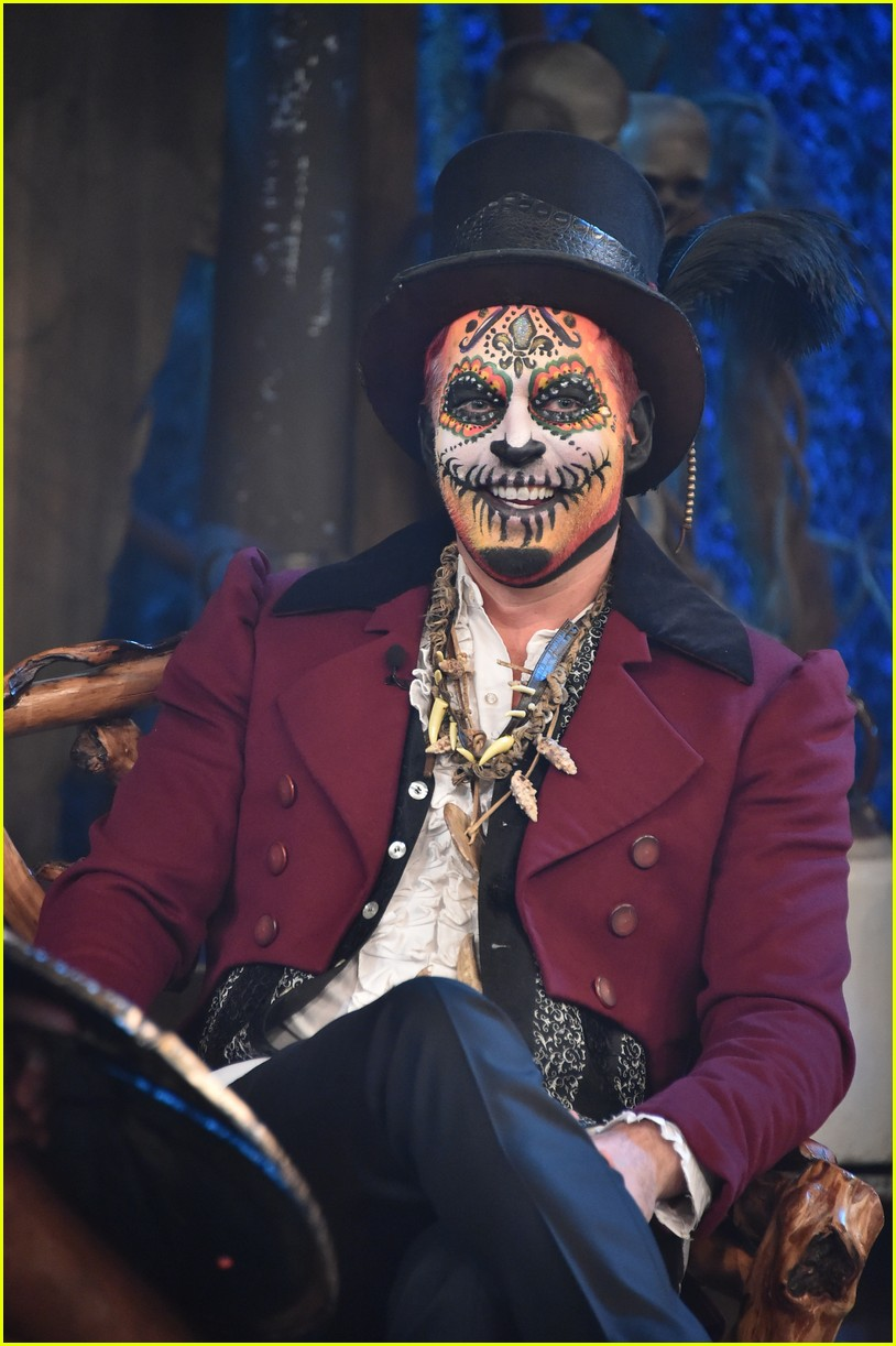 harry connick jr dresses as boo the bayou wizard 023796083