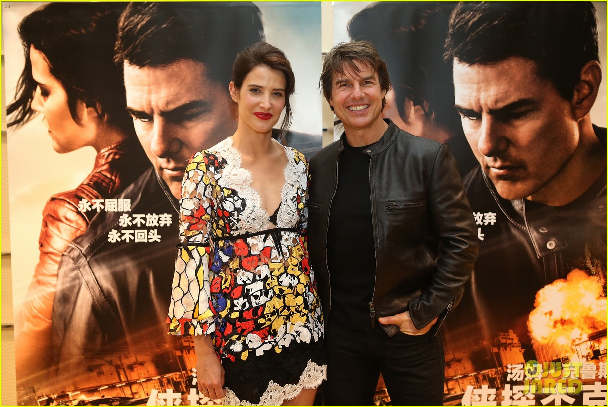 tom cruise stages prison break for cobie smulders in jack reacher