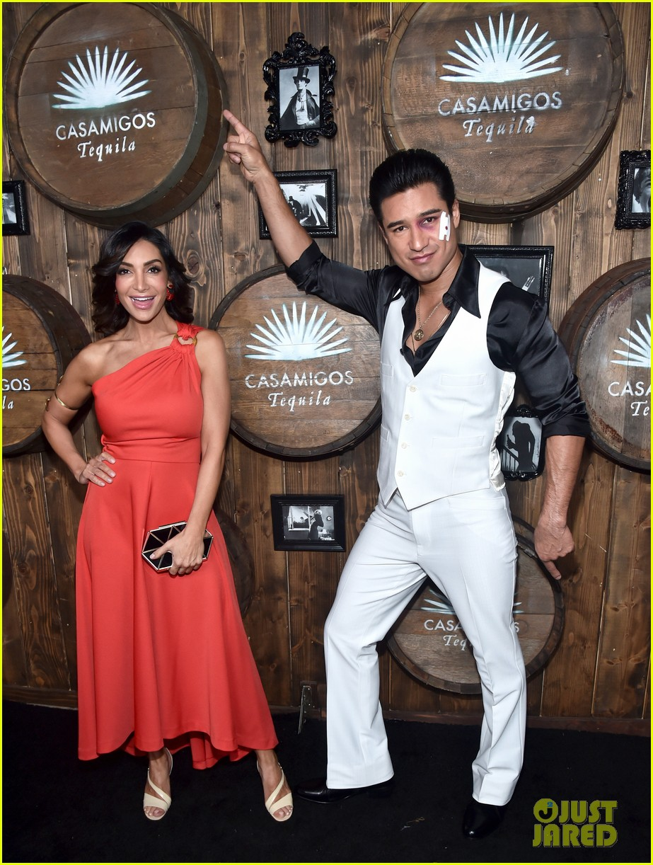 jenna dewan unicorn emmanuelle chriqui casamigos party 013796775