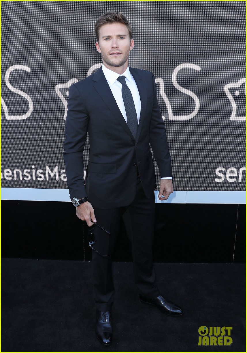 scott eastwood suits up for derby day in australia 013796731