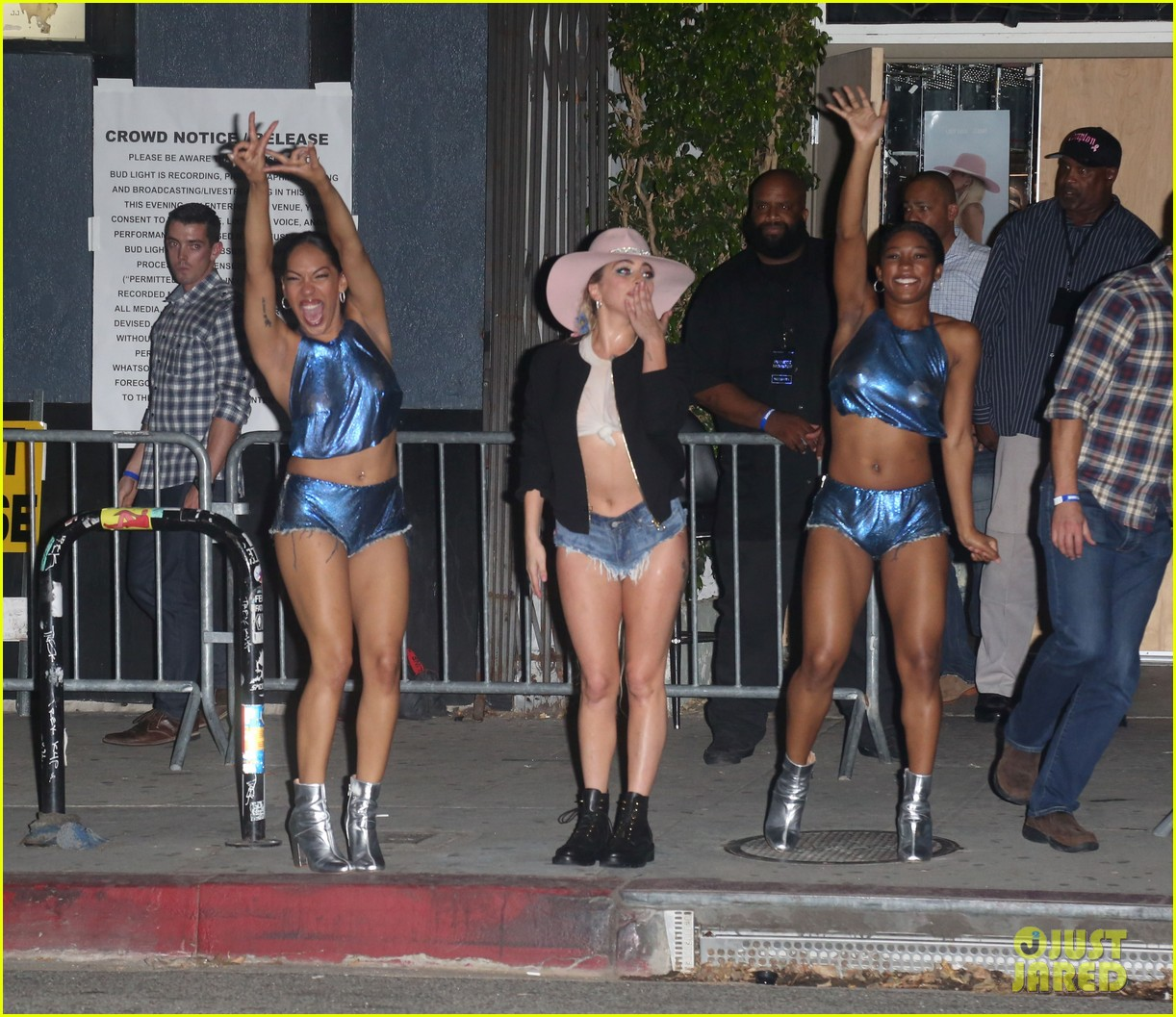 Lady Gaga Performs Final Dive Bar Show in Los Angeles - Watch the