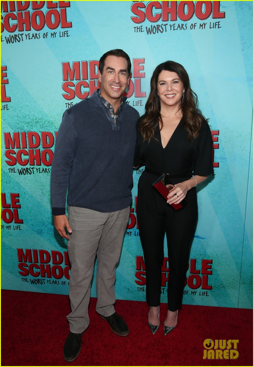 lauren graham premieres middle school the worst years of my life in nyc 093775489