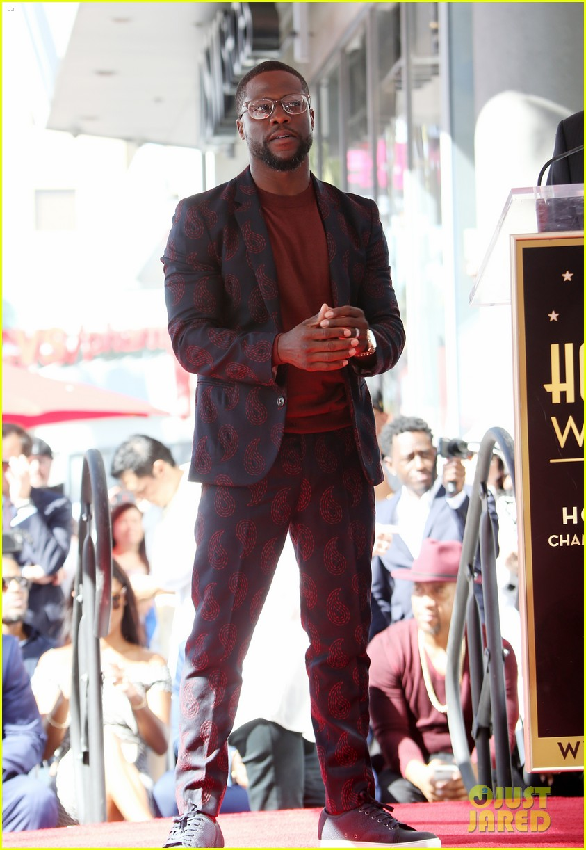 kevin hart gets support from family halle berry at walk of fame ceremony 083782674