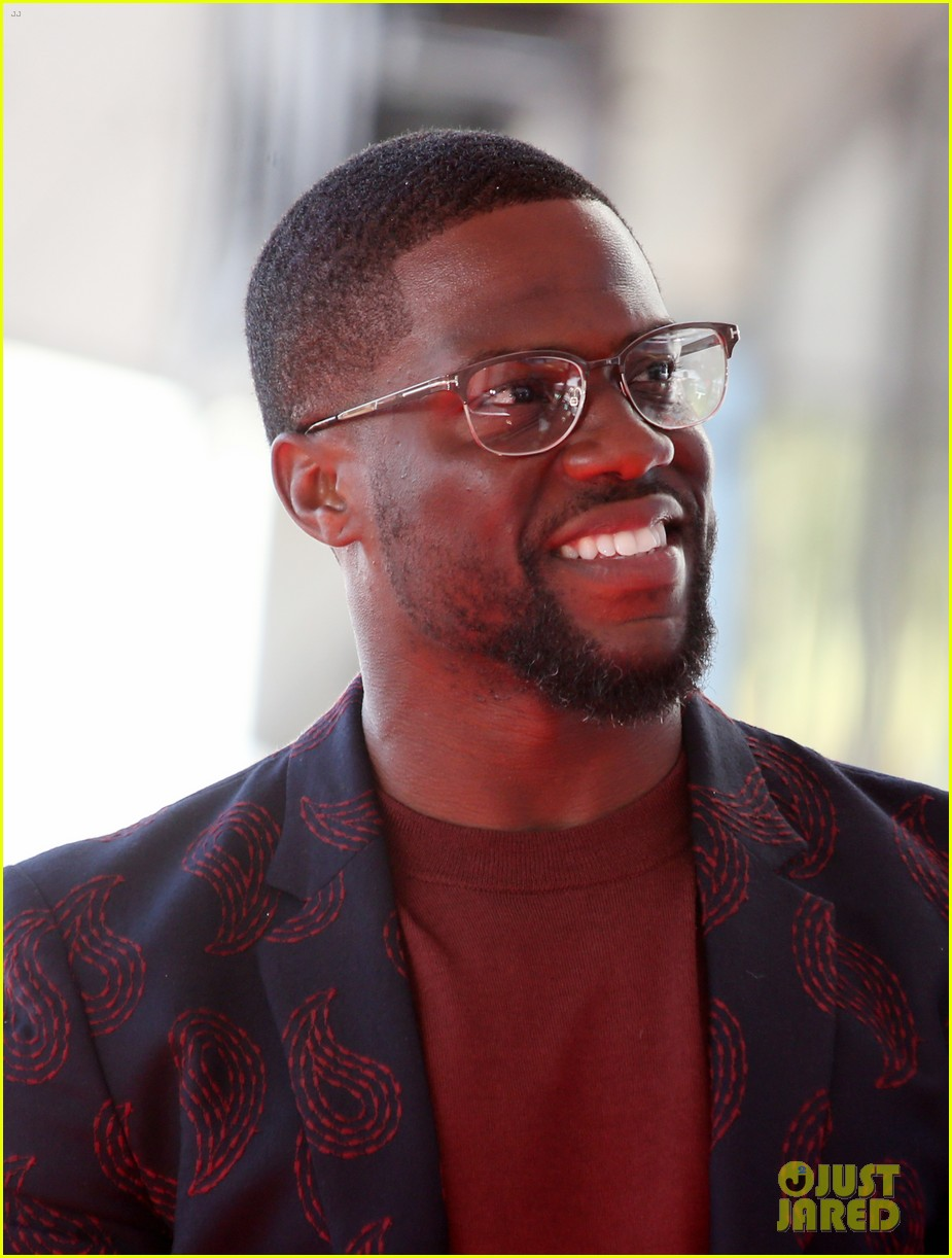 kevin hart gets support from family halle berry at walk of fame ceremony 113782677