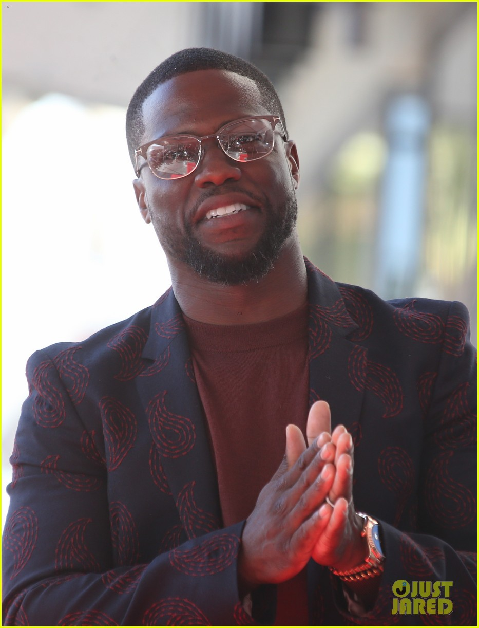kevin hart gets support from family halle berry at walk of fame ceremony 133782679