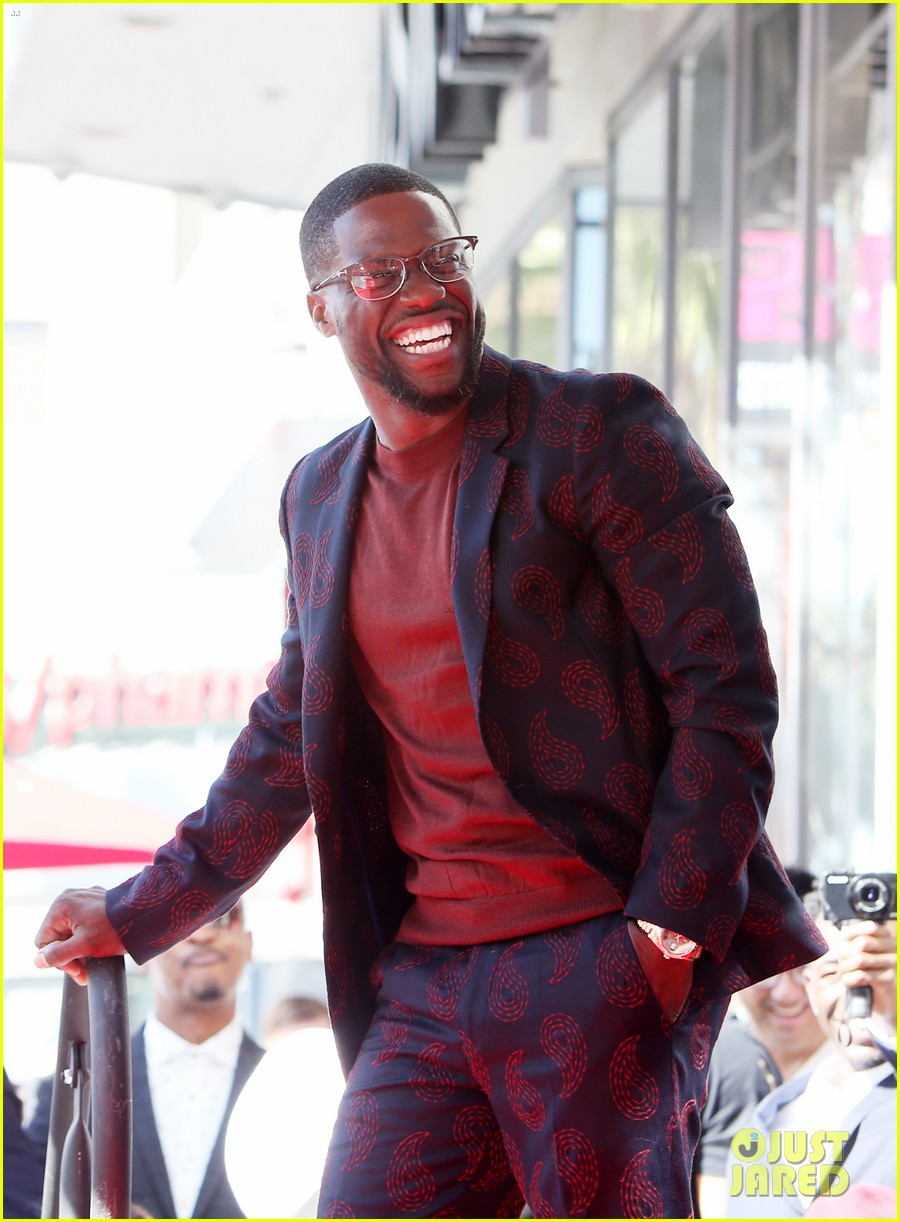 kevin hart gets support from family halle berry at walk of fame ceremony 163782682