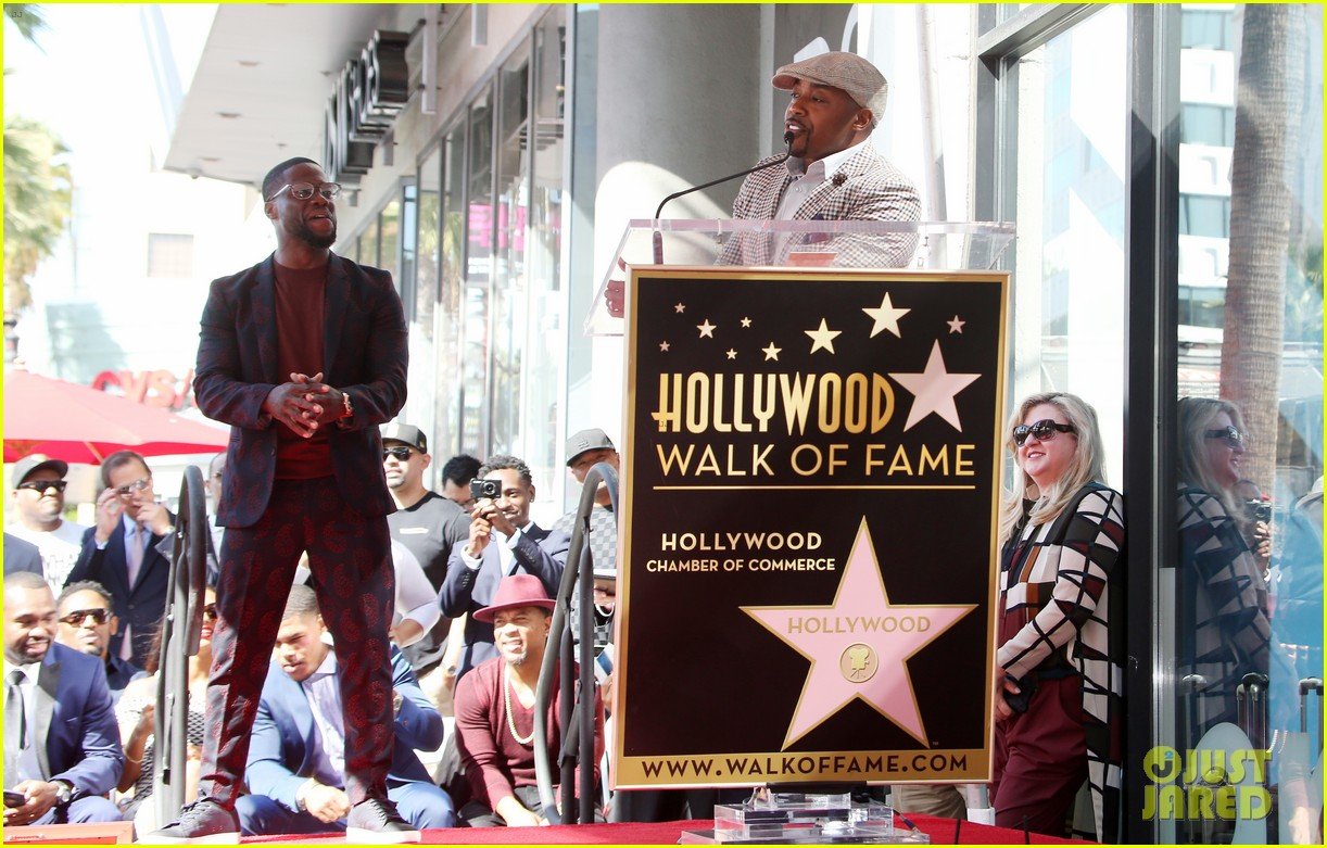 kevin hart gets support from family halle berry at walk of fame ceremony 173782683
