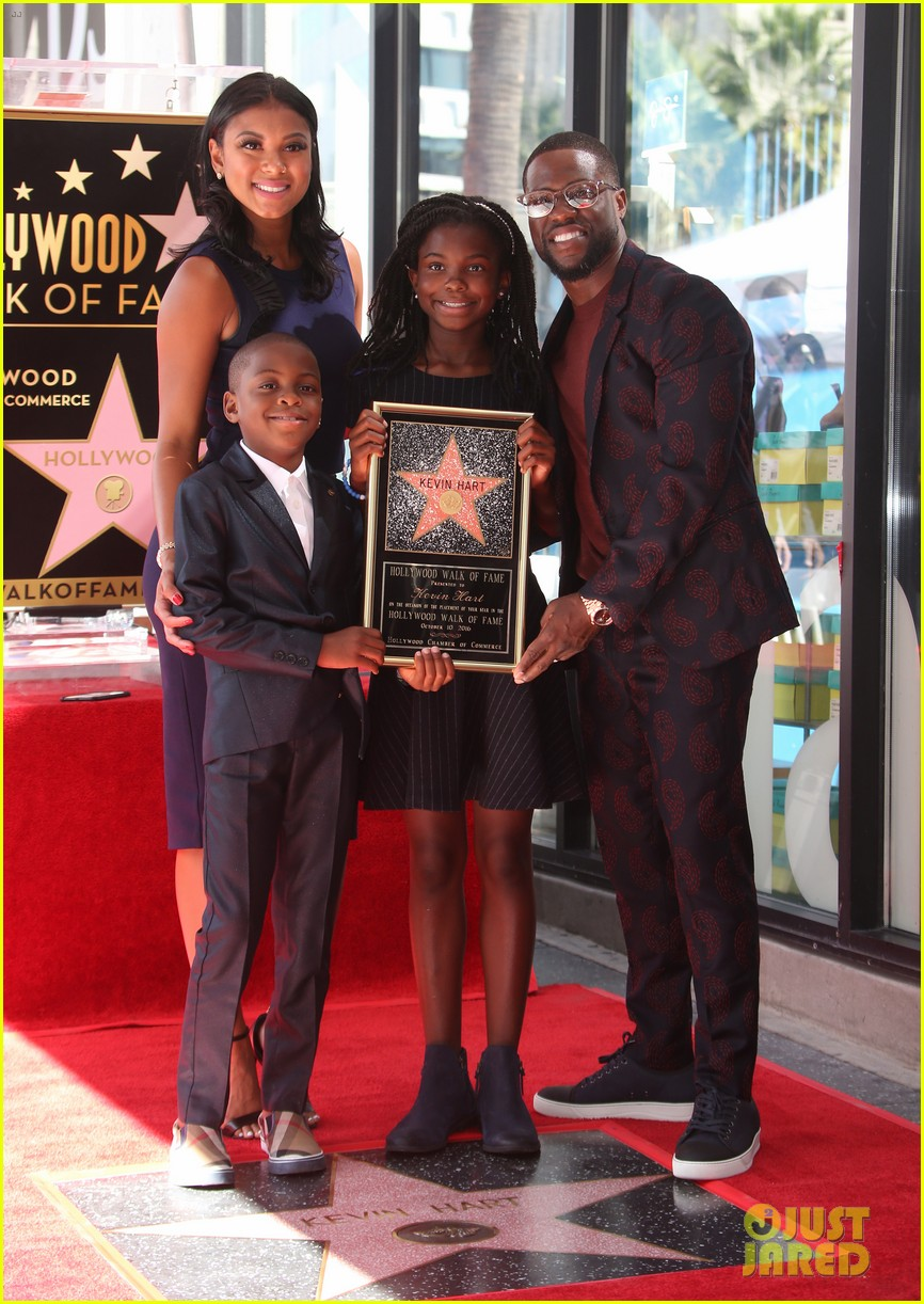 kevin hart gets support from family halle berry at walk of fame ceremony 343782700